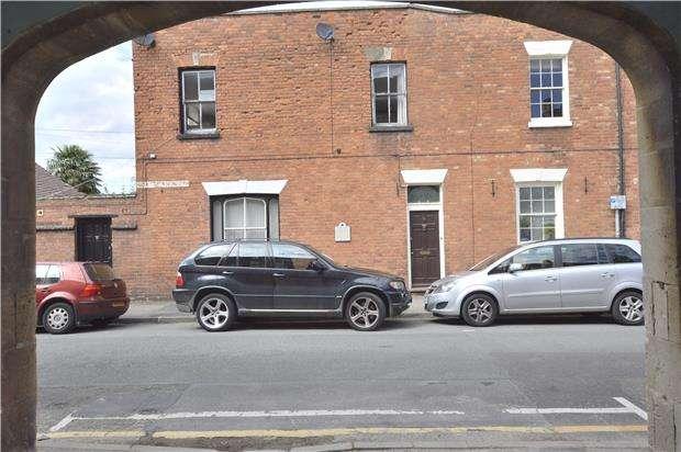 1 Bedroom Terraced House for sale in TEWKESBURY, Gloucestershire, GL20 5NR