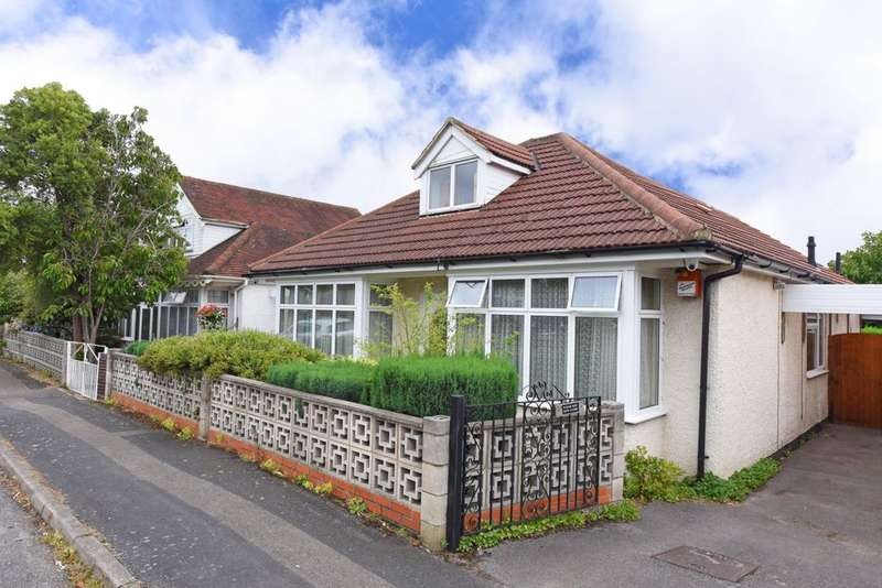 3 Bedrooms Bungalow for sale in Manor Road, Farnborough, GU14