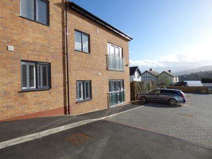 2 Bedrooms Flat for sale in Bay View, Pentywyn Road, Deganwy, Conwy, LL31
