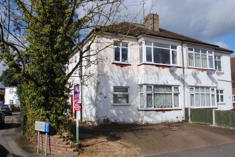 2 Bedrooms Flat for sale in Ardleigh Green Road, Hornchurch