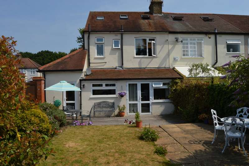 4 Bedrooms Semi Detached House for sale in Osborne Road, Hornchurch