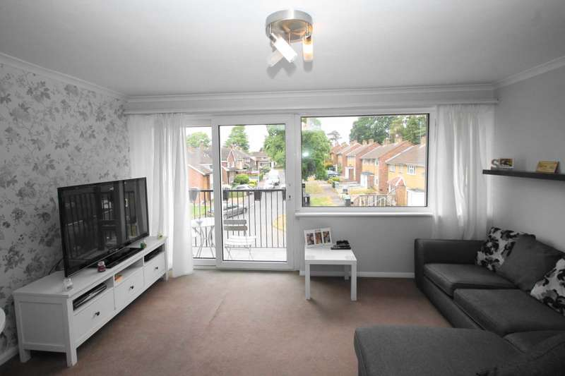 2 Bedrooms Apartment Flat for sale in BOXMOOR- A STUNNING TWO DOUBLE BEDROOM APARTMENT WITH BALCONY CLOSE TO THE TRAIN STATION