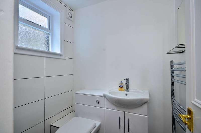 2 Bedrooms Flat for sale in Taybridge Road, Clapham, SW11
