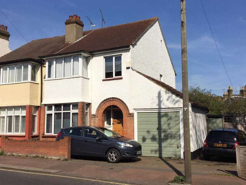 3 Bedrooms Semi Detached House for sale in Leigh on Sea