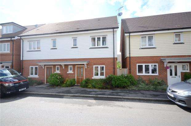 3 Bedrooms Semi Detached House for sale in Willowbourne, Fleet, Hampshire