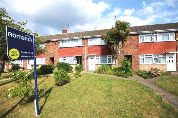 3 Bedrooms Terraced House for sale in Ash Close, Langley