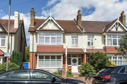 2 Bedrooms Flat for sale in Westfield Road, Beckenham