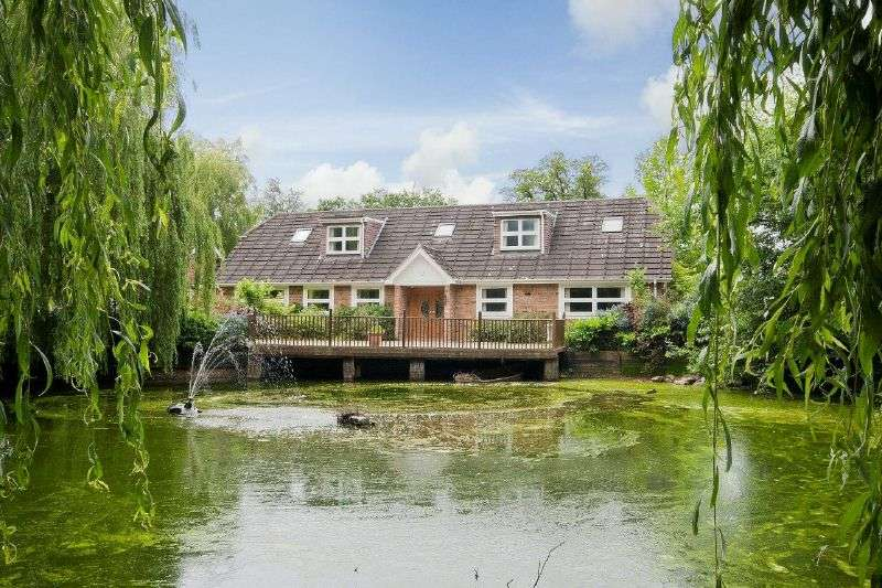 6 Bedrooms Detached Bungalow for sale in Home Farm Road, Rickmansworth, Hertfordshire