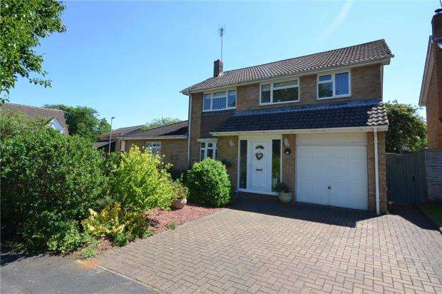 5 Bedrooms Detached House for sale in Wordsworth Avenue, Yateley, Hampshire