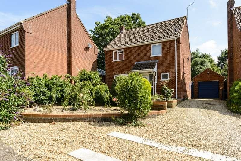 3 Bedrooms Detached House for sale in Kings Croft, Dersingham, Norfolk, PE31
