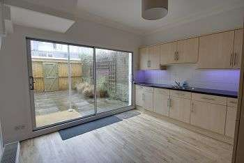 2 Bedrooms Terraced House for sale in Wesley Place, Peverell