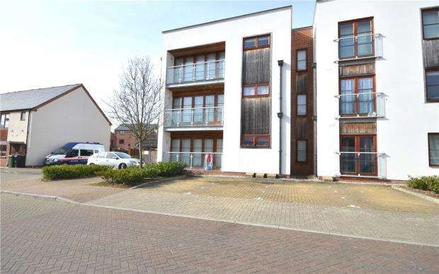 2 Bedrooms Apartment Flat for sale in Hollies Court, Basingstoke, Hampshire