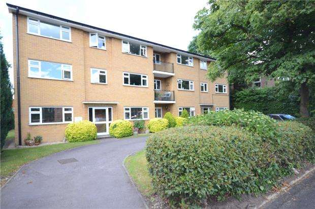2 Bedrooms Apartment Flat for sale in Barton Court, Cambridge Road West, Farnborough