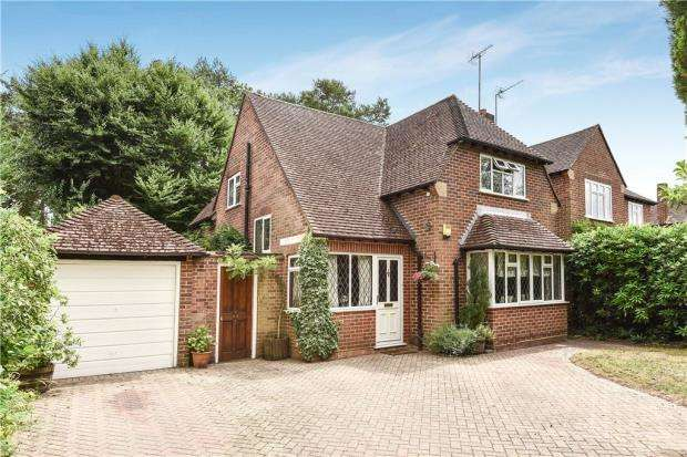 3 Bedrooms Detached House for sale in Greenways, Fleet, Hampshire