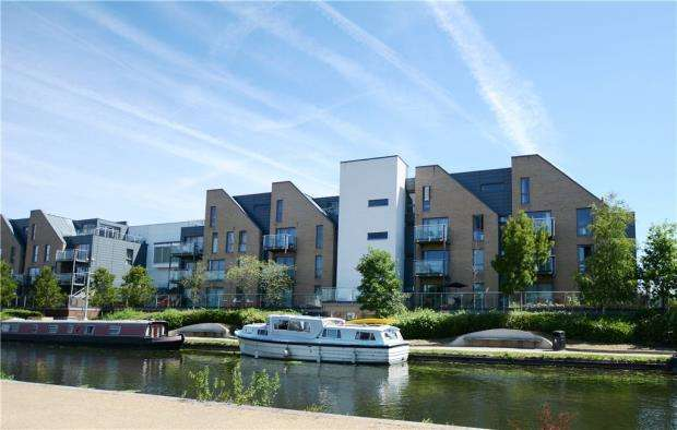 3 Bedrooms Apartment Flat for sale in Didcot House, Chantry Close, Yiewsley