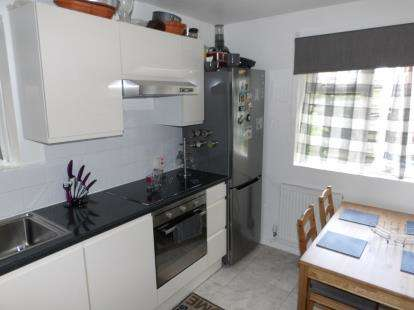 1 Bedroom Flat for sale in Waterside Close, Loughborough, Leicestershire
