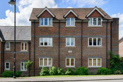 2 Bedrooms Flat for sale in Allbrook Hill, Eastleigh, Hampshire