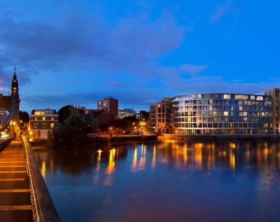 2 Bedrooms Flat for sale in B.5.2, Queen's Wharf, London