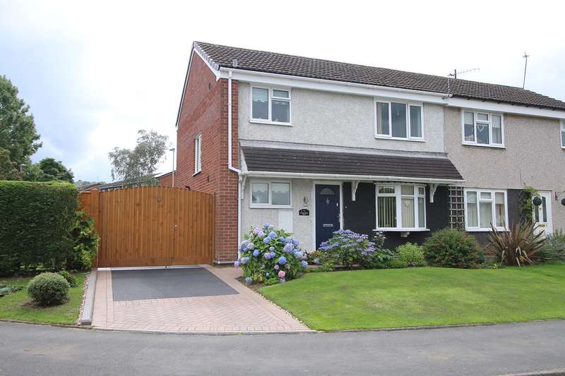 3 Bedrooms Semi Detached House for sale in Farmcroft Road, Stourbridge, DY9