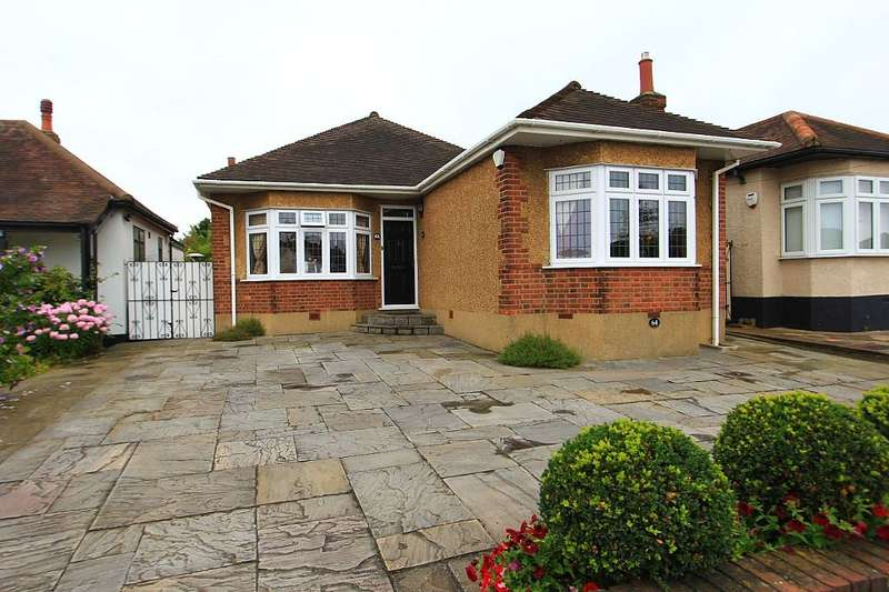 3 Bedrooms Detached Bungalow for sale in Church Road, Harold Wood, Romford, Essex, RM3