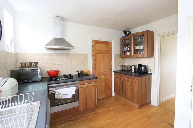 3 Bedrooms Semi Detached House for sale in Hill Top Avenue, Tidworth, Wiltshire, SP9