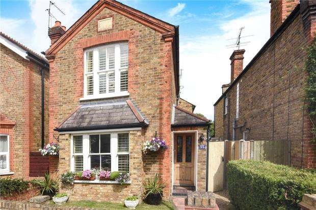 3 Bedrooms Detached House for sale in St. Lukes Road, Old Windsor, Windsor