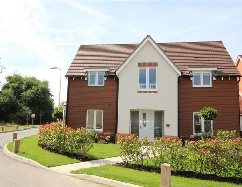 4 Bedrooms Detached House for rent in Bluebell Crescent, Woodley, RG5