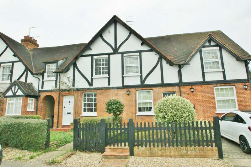 3 Bedrooms Terraced House for rent in Post Office Cottages, Hollybush Hill, Stoke Poges, SL2