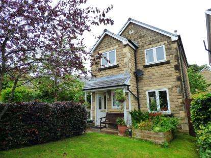 3 Bedrooms Detached House for sale in Clough Field Close, Whaley Bridge, High Peak, Derbyshire