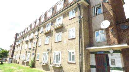 4 Bedrooms Flat for sale in Whiting Avenue, Barking