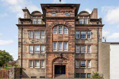 3 Bedrooms Flat for sale in Maxwellton Road, Paisley