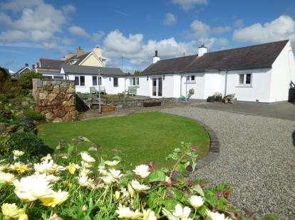 3 Bedrooms Detached House for sale in Lon Amlwch, Rhosybol, Sir Ynys Mon, LL68