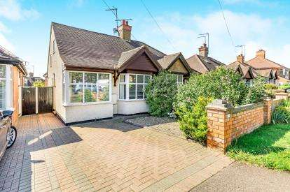 2 Bedrooms Bungalow for sale in Bants Lane, Duston, Northampton