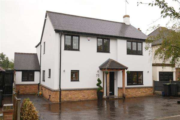 4 Bedrooms Detached House for rent in Grange Crescent, Chigwell