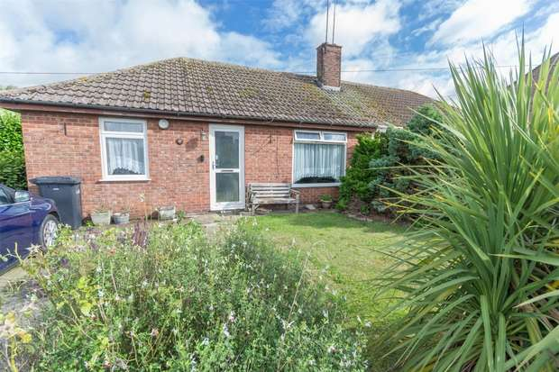 2 Bedrooms Semi Detached Bungalow for sale in 42 Sunnyside Road, Great Massingham