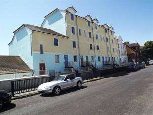 1 Bedroom Flat for sale in Eastcliffe Heights, Radnor Bridge Road, Folkestone