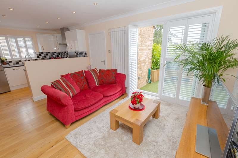 2 Bedrooms Terraced House for sale in Harrier Drive, Sittingbourne, Kent, ME10
