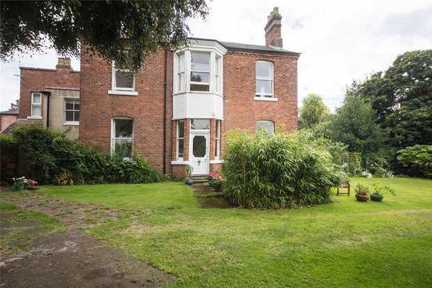 3 Bedrooms Semi Detached House for sale in Lombard Gardens, Lichfield, Staffordshire