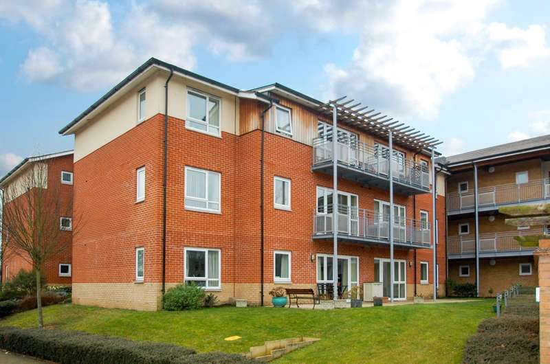 2 Bedrooms Apartment Flat for sale in Olivier Court, Denham Garden Village, Denham, UB9