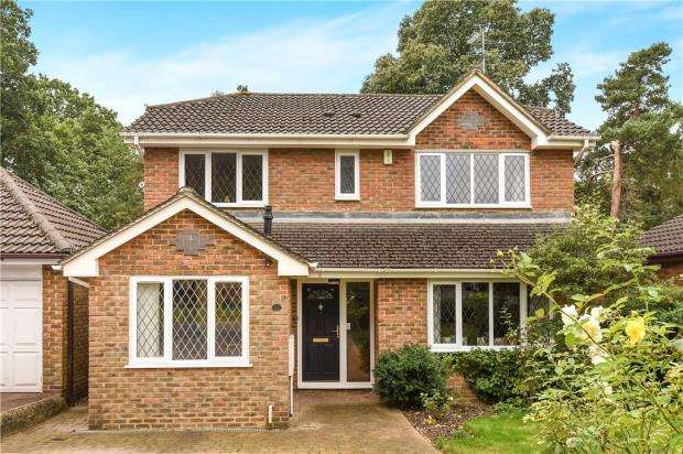 4 Bedrooms Detached House for sale in Lupin Ride, Crowthorne, Berkshire