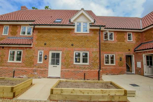 3 Bedrooms Terraced House for sale in 2 Hitch Close, Heacham