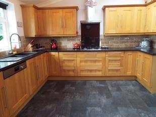 3 Bedrooms Semi Detached House for sale in Newton Abbot Road, Northfleet, Gravesend, Kent