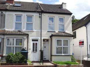3 Bedrooms Semi Detached House for sale in Godstone Road, Whyteleafe, Surrey