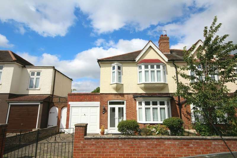 3 Bedrooms Semi Detached House for sale in Crantock Road, Catford, SE6