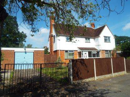 3 Bedrooms Semi Detached House for sale in Kipling Road, Cheltenham, Gloucestershire