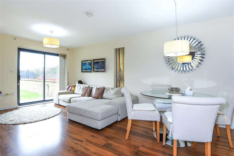 2 Bedrooms Apartment Flat for sale in Oak Tree Court, Broadfields, Harrow, Middlesex, HA2