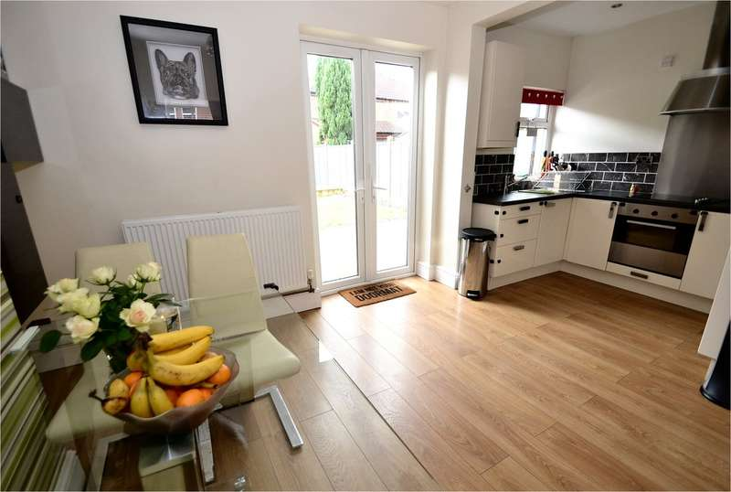 3 Bedrooms Semi Detached House for sale in Grove Street, Hazel Grove, Stockport SK7 4JW