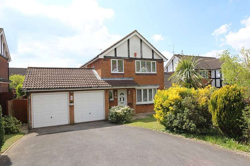 4 Bedrooms Detached House for sale in Sundew Road, Broadstone, Dorset, BH18