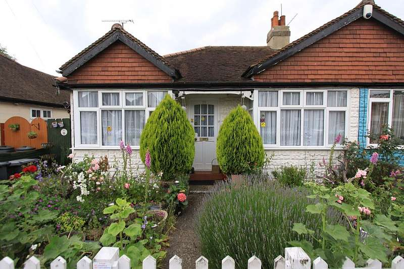 3 Bedrooms Semi Detached Bungalow for sale in Cross Street, Ware, Hertfordshire, SG12