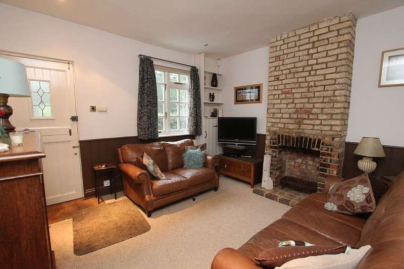 3 Bedrooms Cottage House for sale in Hollybush Lane, Orpington, London, BR6 7QN